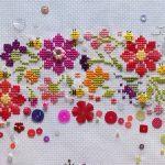 お花と100匹の蜂たちをデザインしてクロスステッチ